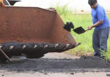 Prefeitura faz operação tapa-buracos nas ruas e avenidas
