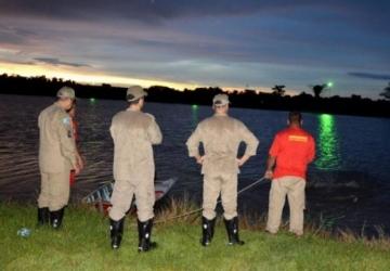 Bombeiros procuram afogados em dois rios
