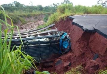 Chuva impede obras da cratera que causou morte
