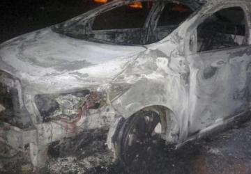 Carro usado em atentado que matou quatro é encontrado queimado
