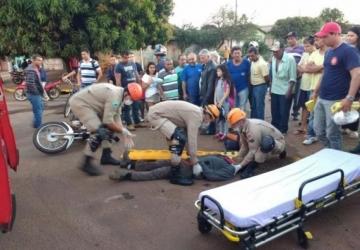 Homem é cercado por duas duplas de moto e executado