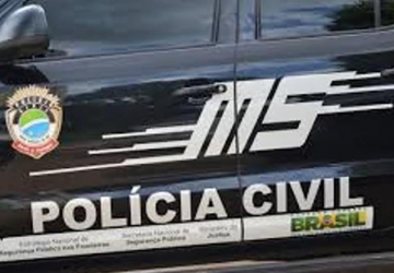 PC recupera carro roubado na frente da academia