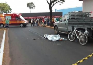 Ciclista morre atropelado por carreta