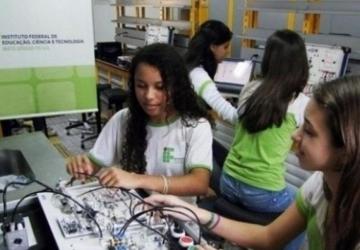 Feira de tecnologia começa com trabalhos em número recorde