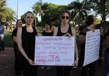 Enfermeiras de Naviraí fazem manifestação