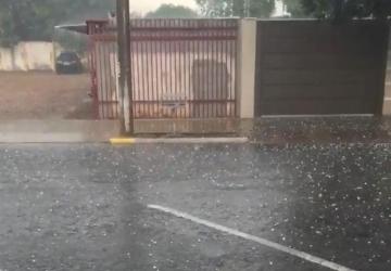 Forte chuva acompanhada de granizo deixa rastro de estragos
