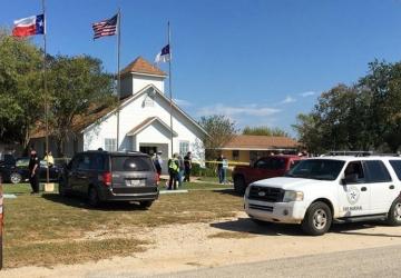 Atirador no Texas abre fogo em igreja e deixa 26 mortos