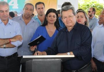 Onevan acompanha Reinaldo em entrega e lançamento de obras