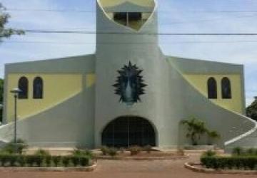 Igreja faz o natal ecológico com material reciclável