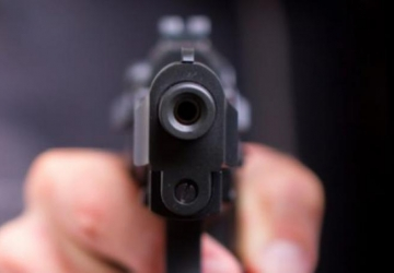 Jovem é assassinado na frente da padaria